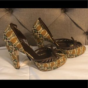 Limited Edition Gucci Pigna Pineapple Print Heels